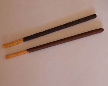 Pocky and Mikado side by side, with Pocky at the top and Mikado on the bottom